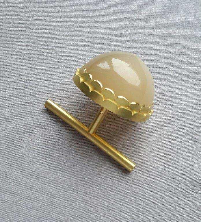 Theda K. Besser, Zweifingerring, Gold, Mondstein: Copyright: Theda Besser)