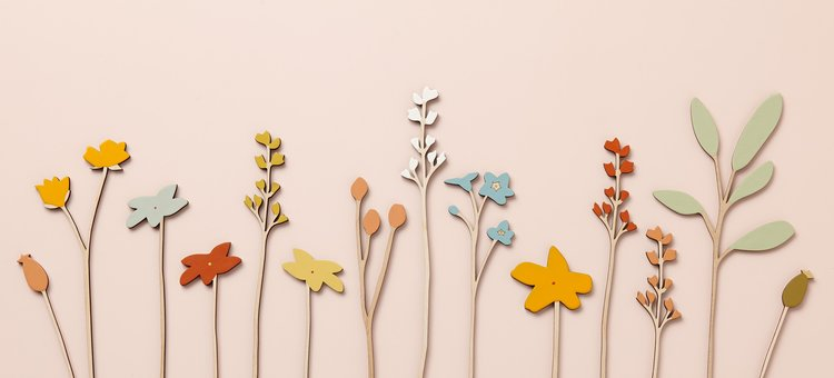 Anna Wiscombe, Wiesenblumen, Holz, Lack; (Foto + Copyright: Wiscombe)