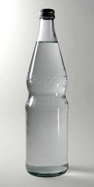 Normbrunnenflasche der Mineralwasserbrunnen; Pressglas