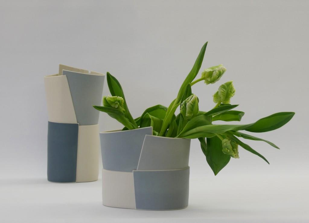 Juliane Herden, Vase als Objekt oder als Vase, farbige Porzellanplatten, gebaut; Porzellan (Copyright u. Foto: J. Herden)