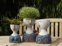 Petra de Jong-Berger, Blumen-Köpfe, Keramik. (Foto und Copyright: de Jong-Berger)