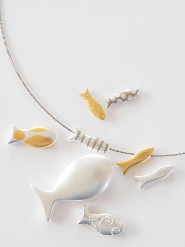 Sabine Scheuble, Fischschmuck, Silber, Gold; (Foto und Copyright: Scheuble)